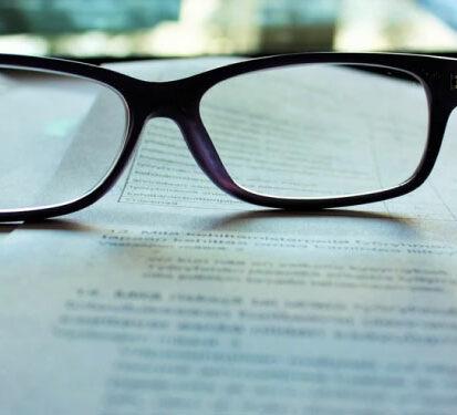 Le clause vesting désigne les clauses juridiques qui régissent les pactes d'actionnaires, mais aussi les contrats d'émission de titres